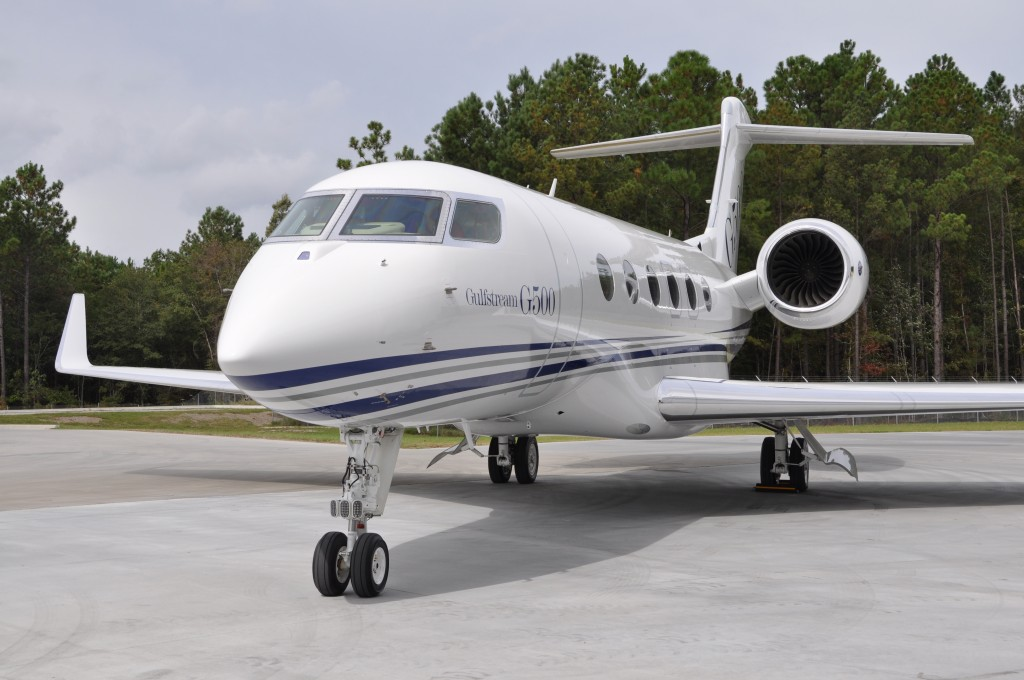 Nbaa 2014 gulfstream introduces two new models g500 and for Large cabin business jets
